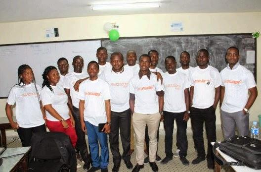 Photo de famille des organisateurs (AE2I et SOCIAL SPOT)