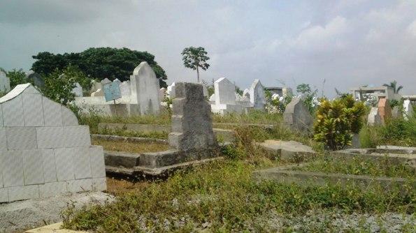 Dans un cimétière au coeur d'Abidjan