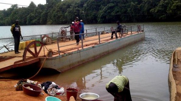 bac-fleuve-comoé-sandégué-prikro-bouaké